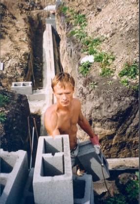 Фундамент строю из бетонных блоков